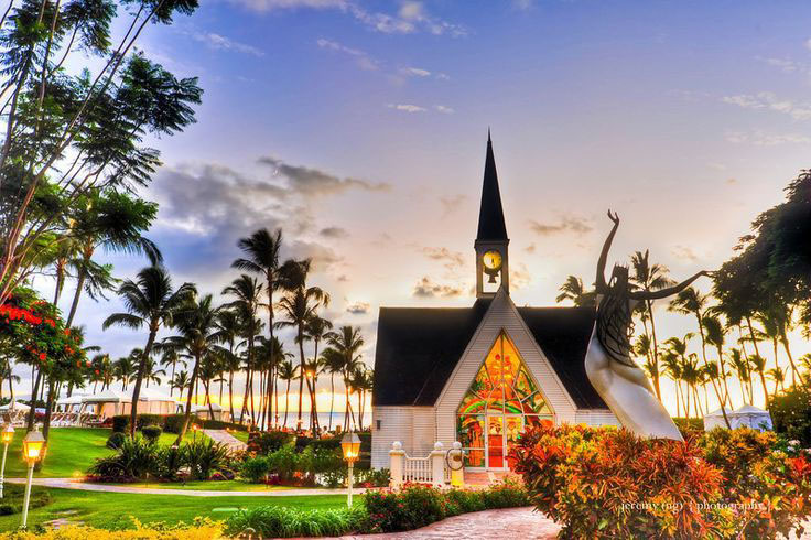 No matter what your preference of venue is for your Maui wedding, the Grand Wailea Resort will have the perfect setting for your big day.   Image Source
